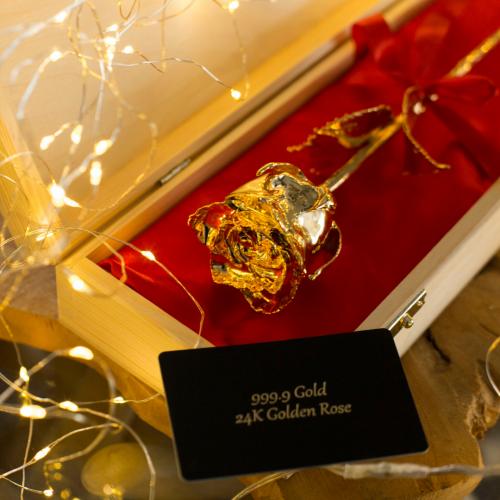Rosa de oro con caja personalizada