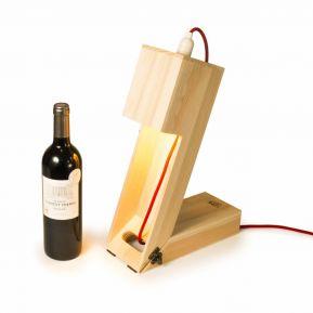 Caja de vino convertible en lampara