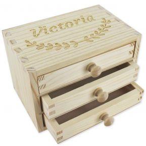 Caja de joyas con cajones grabada
