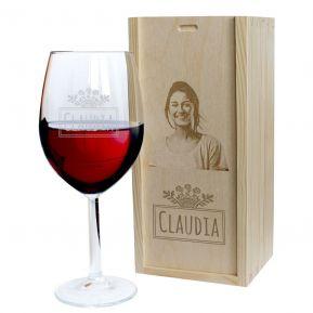 Copa de vino grabada con nombre y su cofre con foto