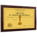 Diploma personalizado sobre soporte madera amarillo
