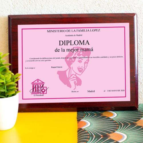 Diploma personalizado sobre soporte en madera