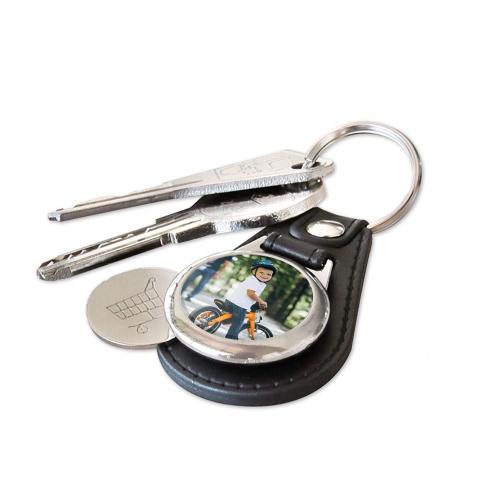 Llavero en cuero con foto personalizada y con moneda para carro